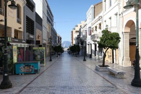 Κοροναϊός : Μειώθηκαν κατά 27% οι θετικές διαγνώσεις στη χώρα