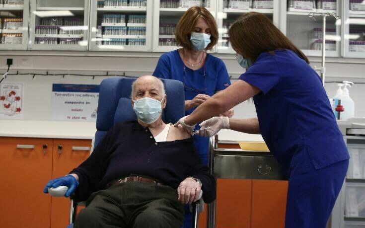 Απίστευτη ατάκα του πρώτου ηλικιωμένου που έκανε το εμβόλιο κατά του κορονοϊού