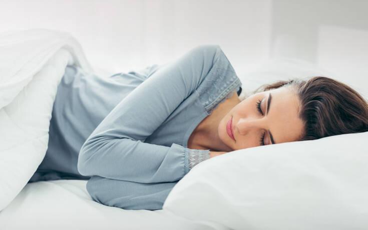 Πώς ο ύπνος μπορεί να επηρεάσει την εικόνα της επιδερμίδας σας