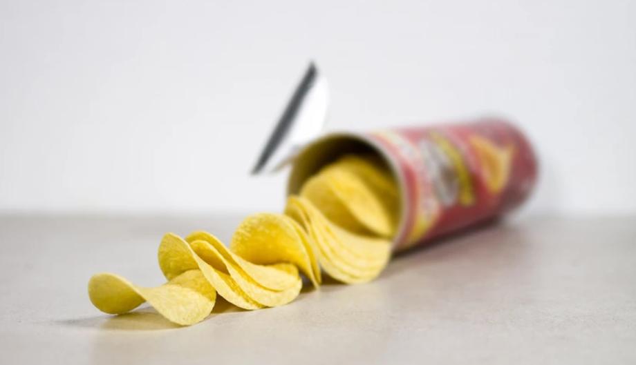 Ο άντρας που θάφτηκε σε ένα κουτάκι Pringles
