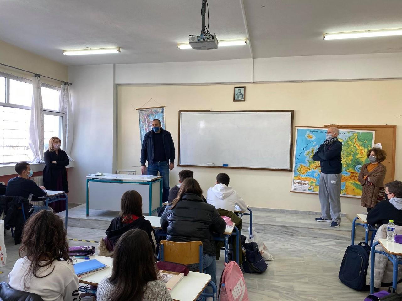 Επίσκεψη Κόκουρα στο Γυμνάσιο Αμπελώνα