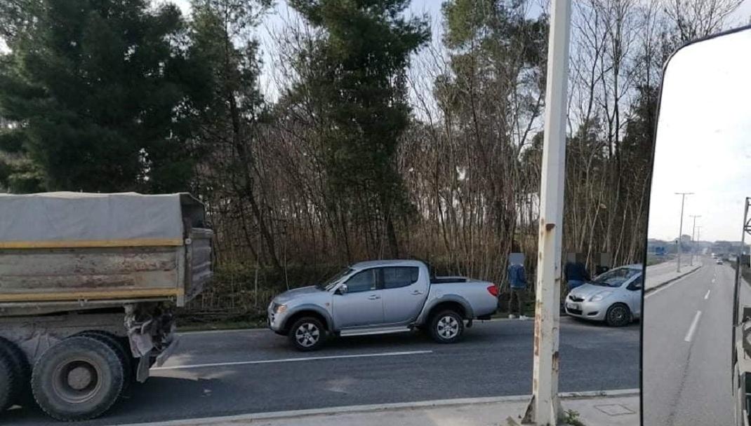 Λάρισα: Άφησαν το τιμόνι και «πιάστηκαν» στα χέρια - ΦΩΤΟ