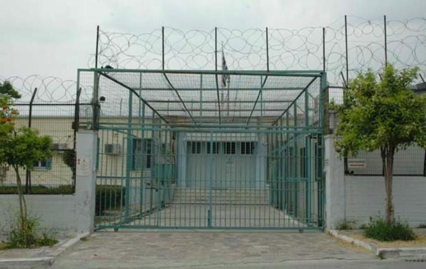 Συναγερμός έχει σημάνει στην Ελληνική Αστυνομία μετά τις επιθέσεις στις φυλακές του Βόλου με μολότοφ