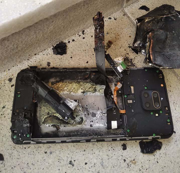 Τρομακτικό: Έσκασε κινητό τηλέφωνο στα χέρια νεαρής γυναίκας στα Τρίκαλα (φώτο)