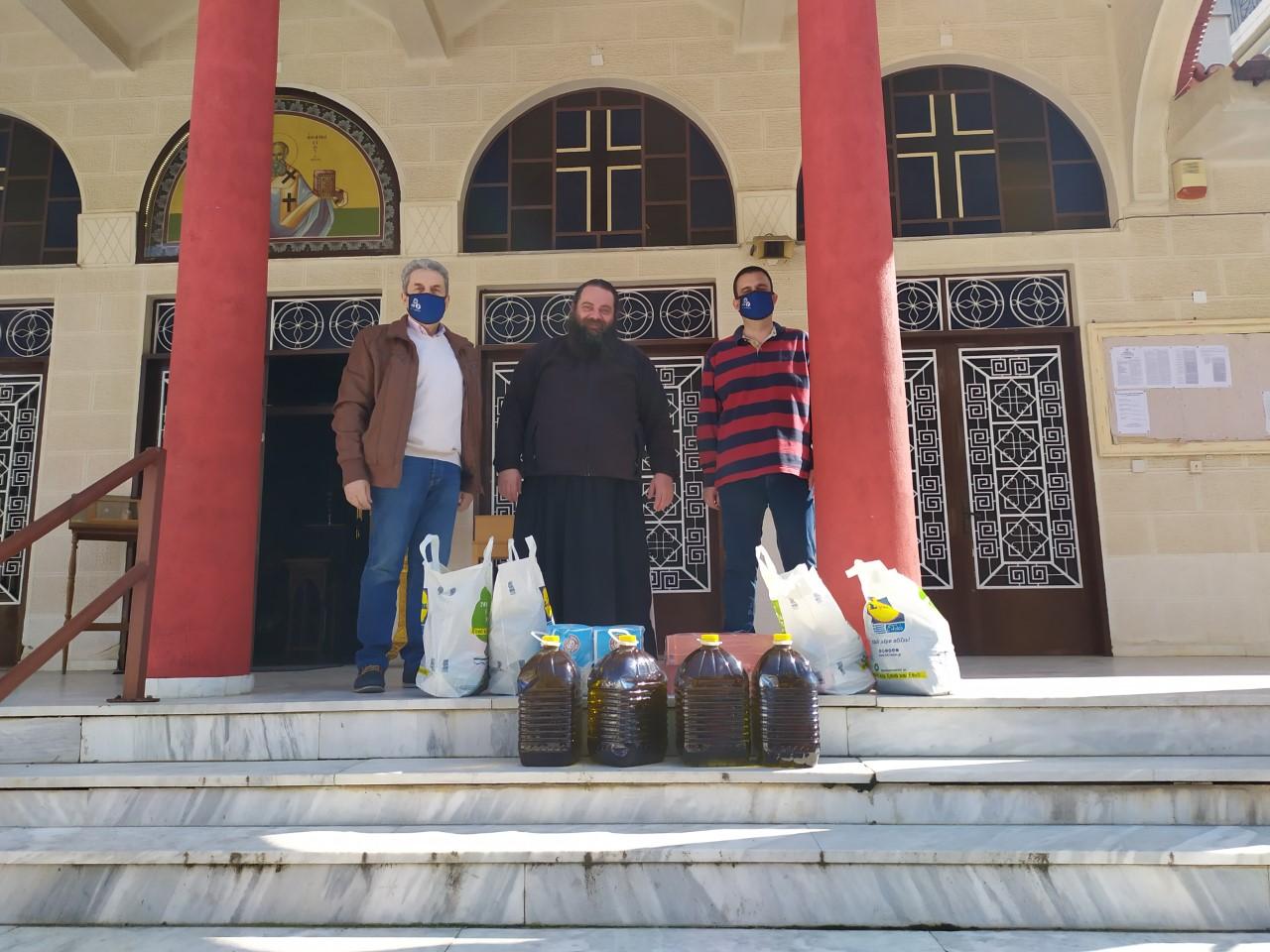 Προσφορά τροφίμων στον Ι.Ν. Αγίου Αθανασίου Λάρισας για τα συσσίτια της Ι.Μ. Λαρίσης και Τυρνάβου