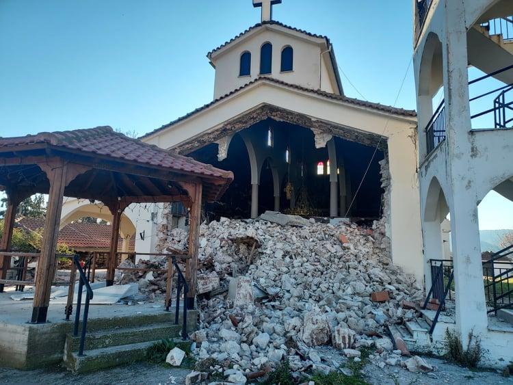 Κουτσόχερο: Ολοκληρωτική κατάρρευση της εκκλησίας από τον σεισμό (φωτο)