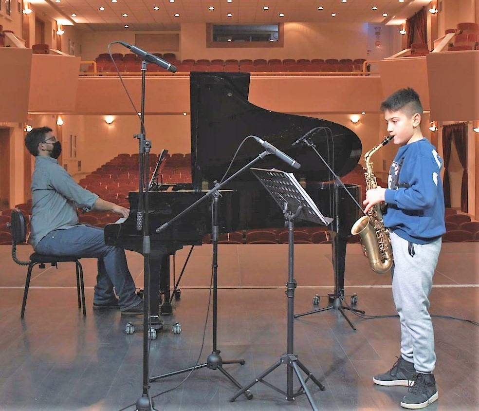 Σημαντικές διακρίσεις μαθητών της Μουσικής Σχολής Νίκαιας του Δήμου Κιλελέρ σε διαγωνισμό σαξόφωνου