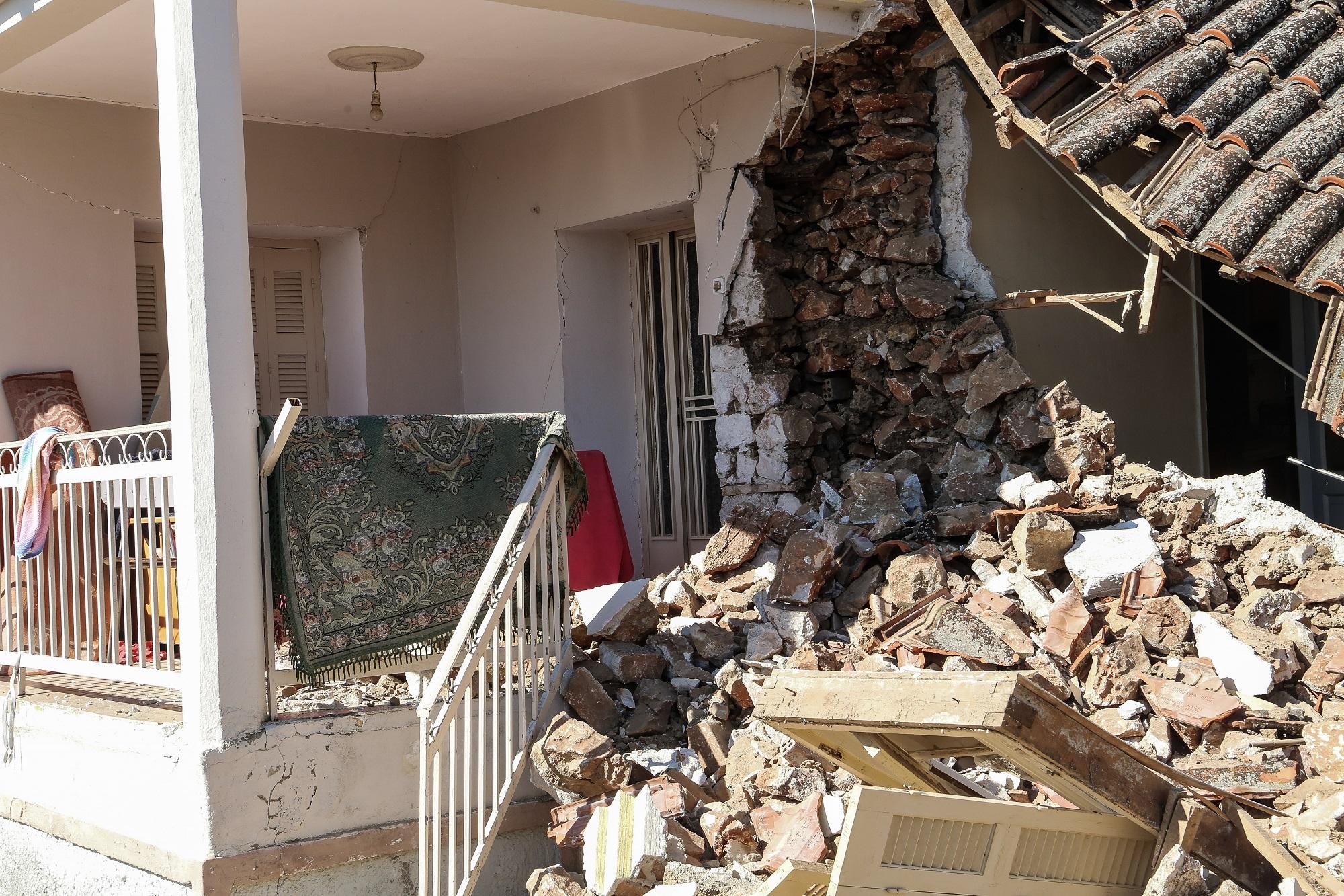 Στις πληγείσες περιοχές της Θεσσαλίας ο Α. Τσίπρας (video)