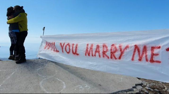 Πρόταση γάμου για ζευγάρι Λαρισαίων στην κορυφή του Κισσάβου! (ΒΙΝΤΕΟ)