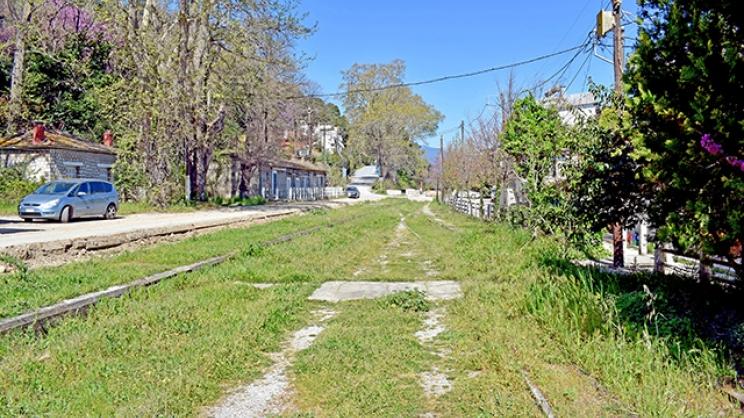 Πλαταμώνας: Οι γραμμές δρόμος και η παραλία πεζόδρομος...