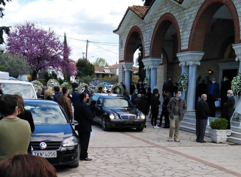 Θρήνος και πόνος στην κηδεία του γιατρού Στέλιου Κούτσια (ΦΩΤΟ)