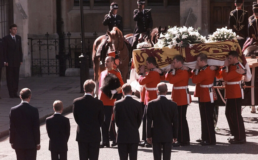 Η κηδεία που παρακολούθησε ζωντανά ο μισός πληθυσμός του πλανήτη