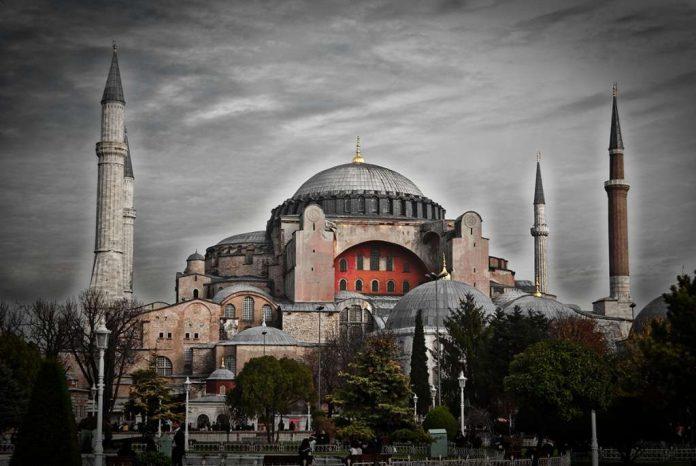 Σαν Σήμερα: 1453 ξεκινά η τελική πολιορκία της Κωνσταντινούπολης
