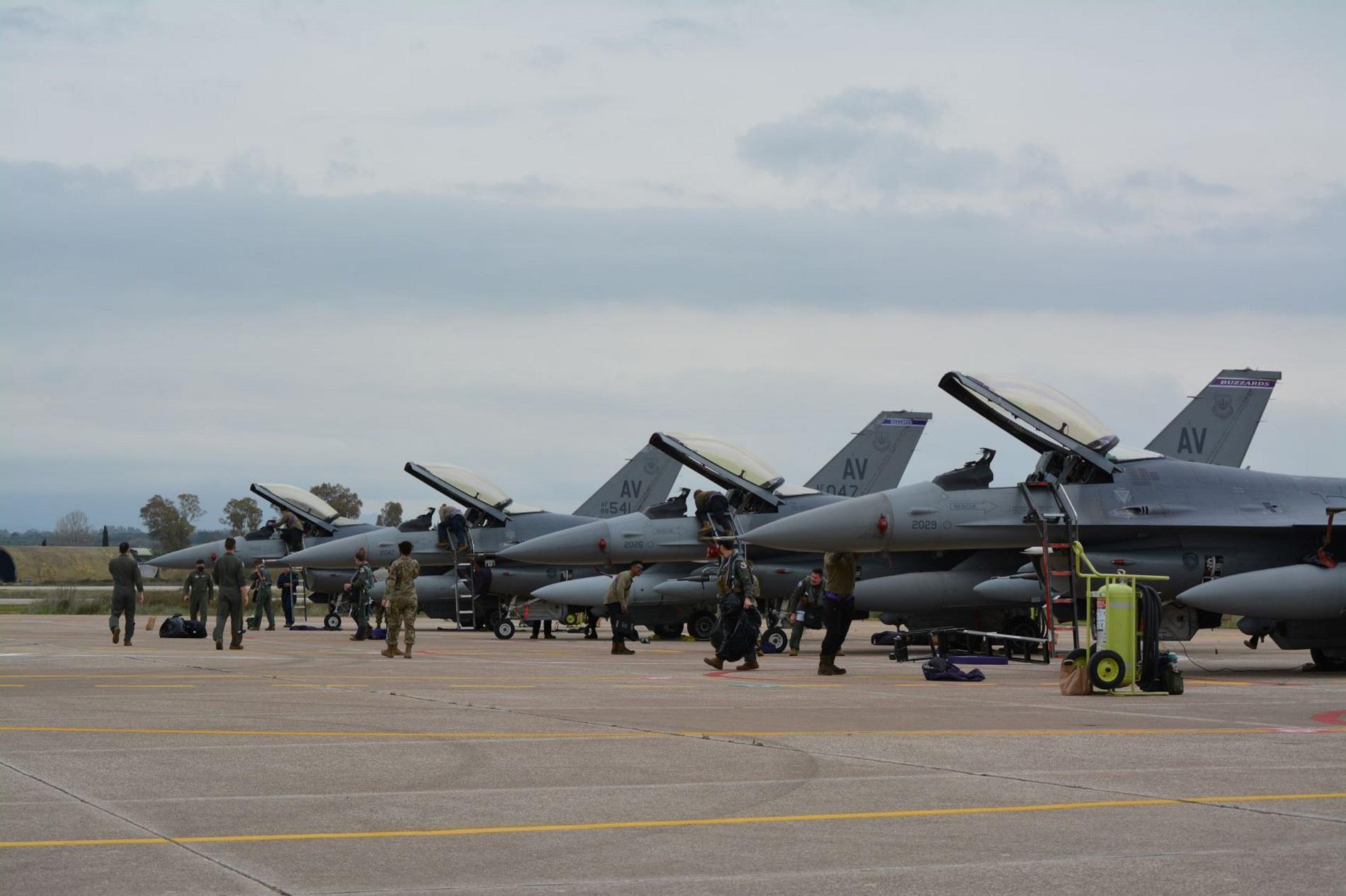 """Στην αεροπορική βάση της Ανδραβίδας ο πρωθυπουργός για την άσκηση """"Ηνίοχος"""""""