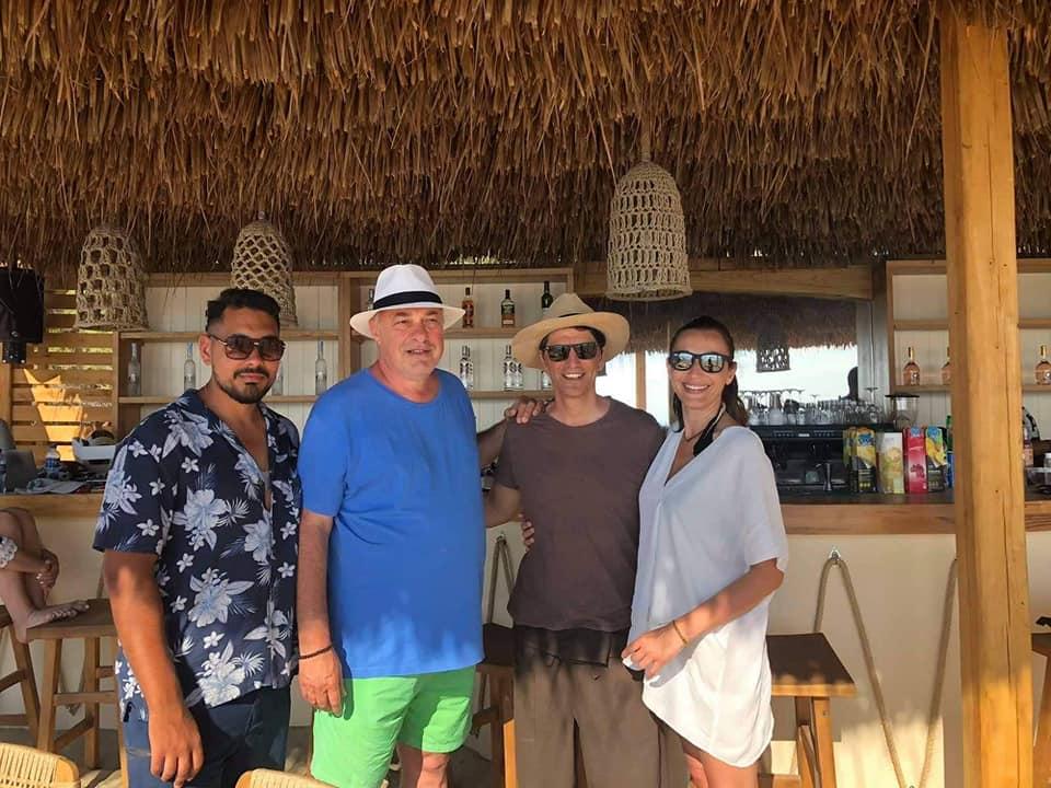 Χαμός στη Σκιάθο με τον Σάκη Ρουβά Κάτια Ζυγούλη – Επισκέφθηκαν το La Isla της οικογένειας Μπέου (φωτο)