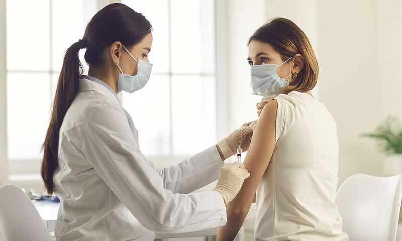 Ανάρπαστα τα ραντεβού εμβολιασμού των νέων και στη Λάρισα