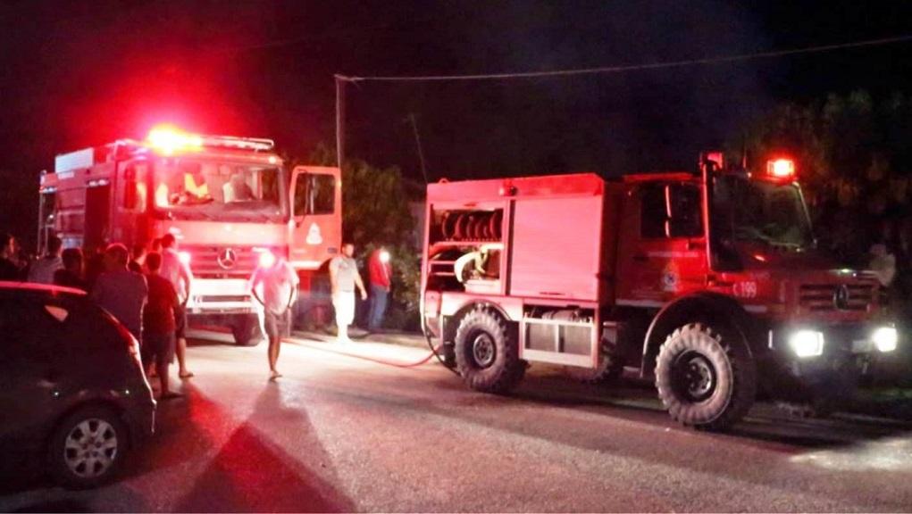 Μεσολόγγι: Φωτιά σε παλιά σπίτια – Απεγκλωβίστηκαν ηλικιωμένοι