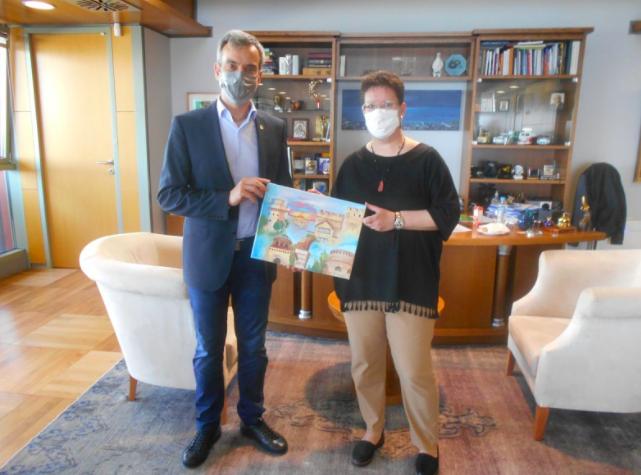 Το δώρο της Λαρισαίας εικαστικού στον δήμαρχο Θεσσαλονίκης