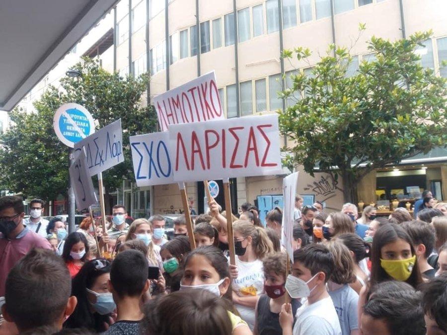 Έντονη διαμαρτυρία γονέων και μαθητών του 3ου Δημοτικού Σχολείου Λάρισας