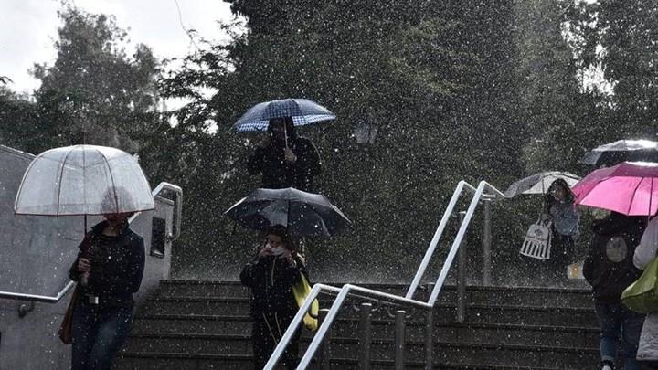 Επιμένει η κακοκαιρία και τις επόμενες ημέρες: Το φαινόμενο που θα διατηρήσει βροχές και καταιγίδες