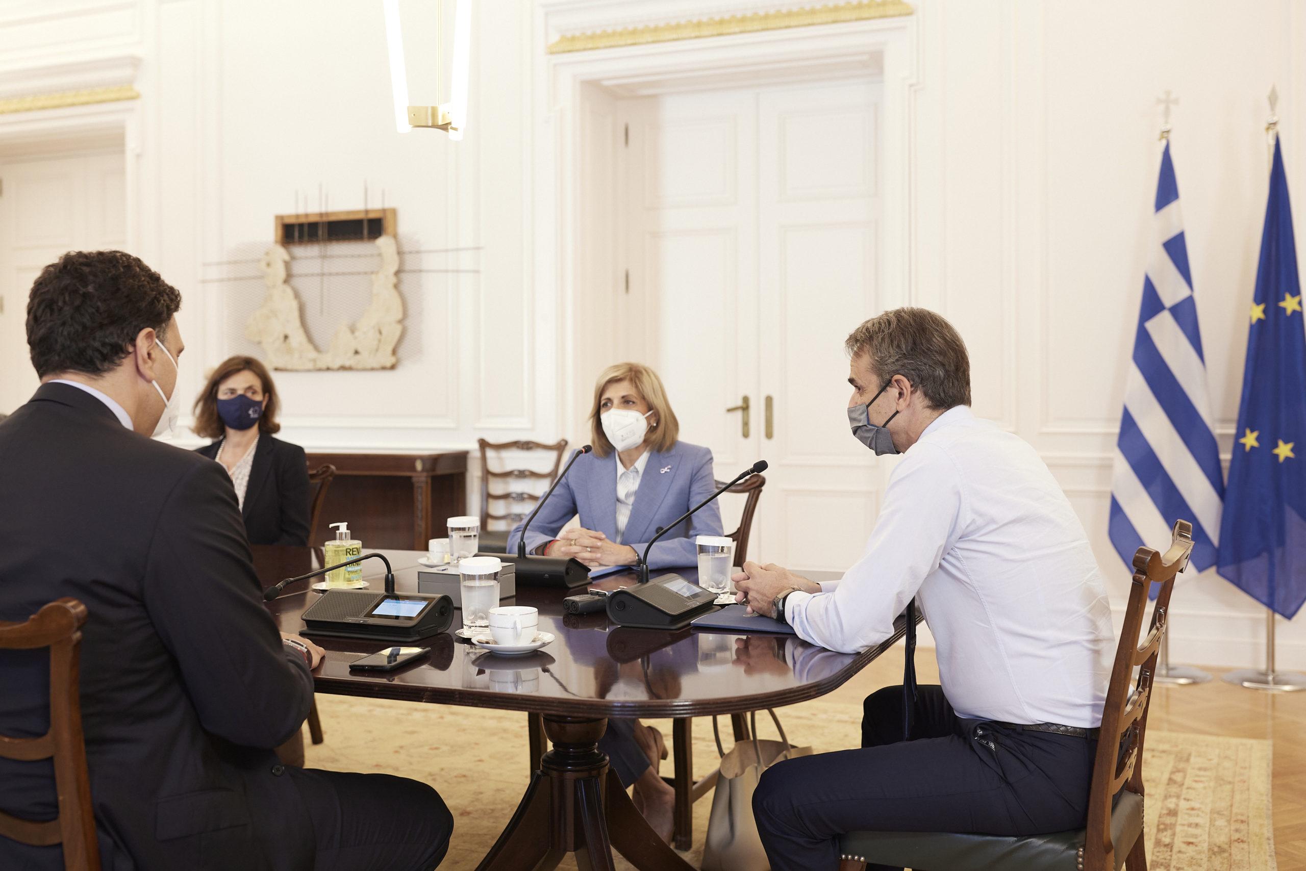 Συνάντηση του Κ. Μητσοτάκη με την επίτροπο Υείας Σ. Κυριακίδου για την πορεία του εμβολιασμού (video)