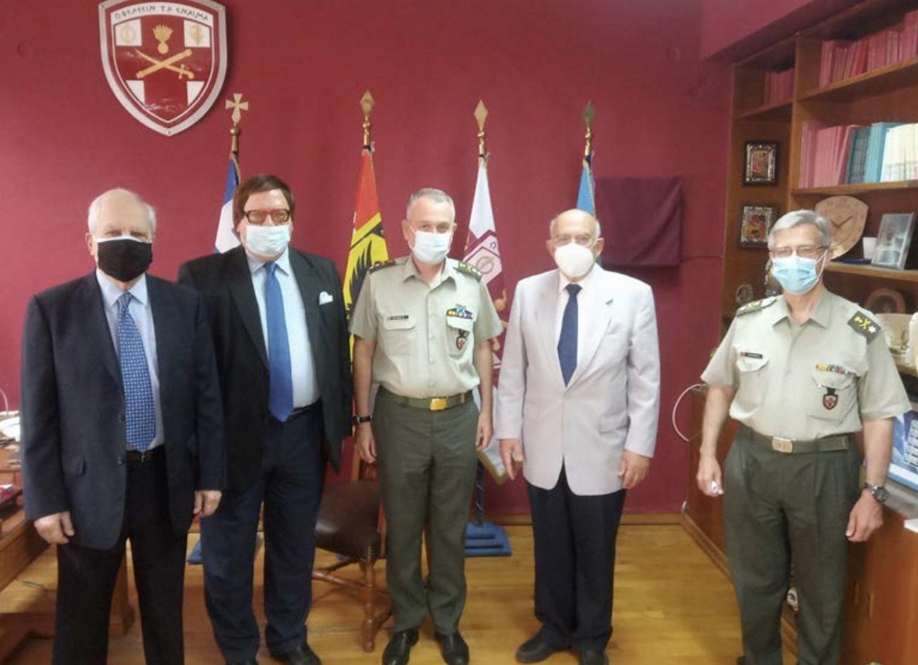 Σύνδεσμος Συνταξιούχων Διπλωματικών Υπαλλήλων: Δωρεά αναπνευστήρα στο 401 Στρατιωτικό Νοσοκομείο