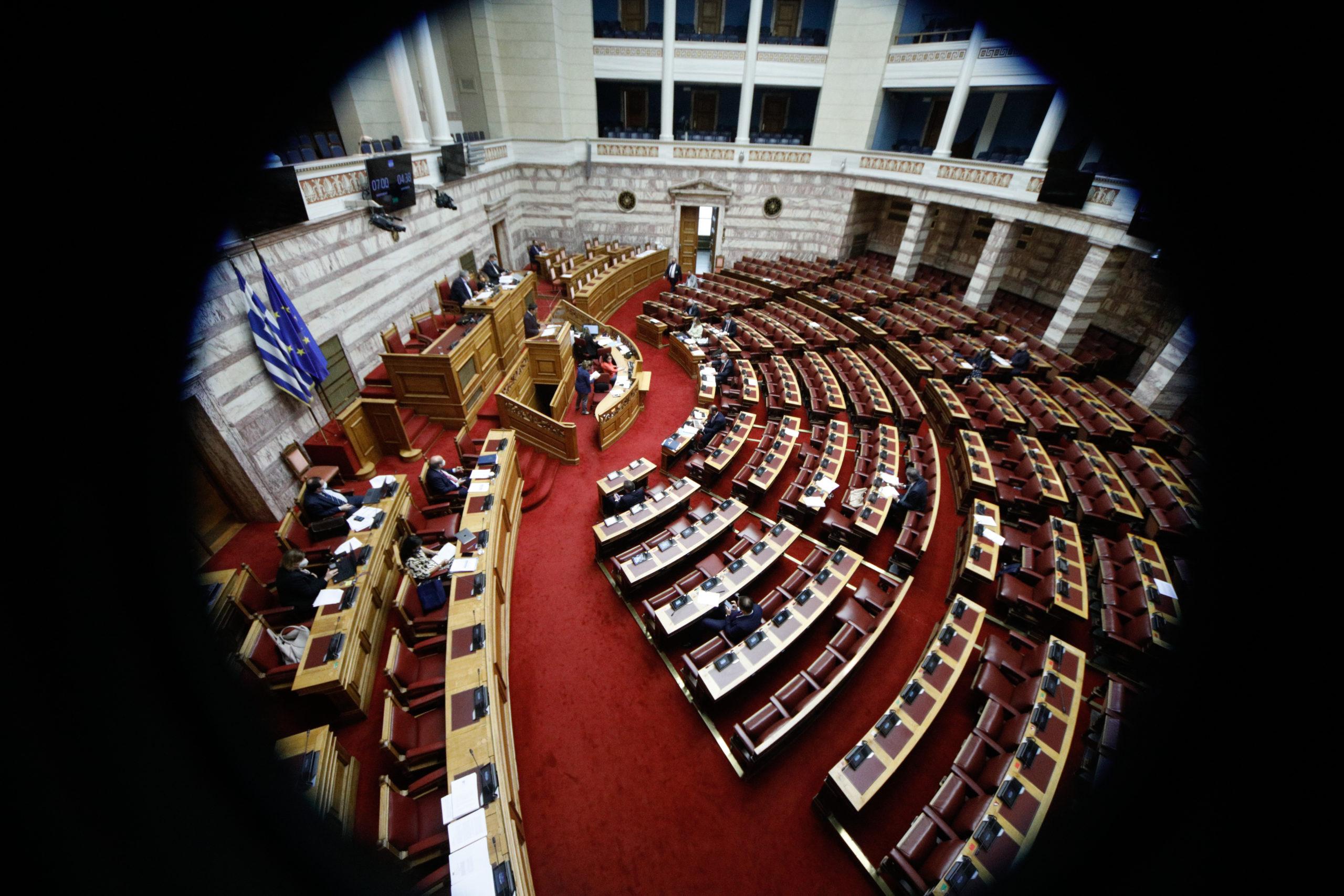 Την Τετάρτη εν μέσω κινητοποιήσεων η ονομαστική ψηφοφορία για το εργασιακό – Αντιπαράθεση στη Βουλή (video)