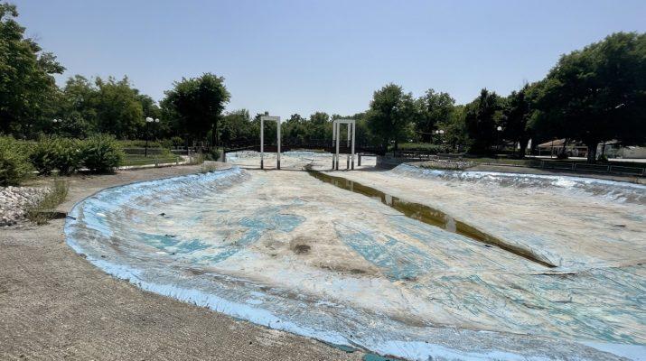 Μαμάκος: Εγκατάλειψη της λίμνης στο πάρκο Αλκαζάρ (ΦΩΤΟ)