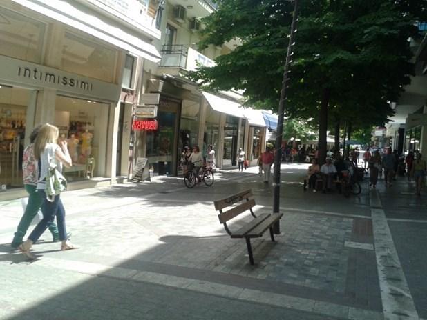 Κλειστή σήμερα η εμπορική αγορά της Λάρισας – Ξεκινά το πενθήμερο
