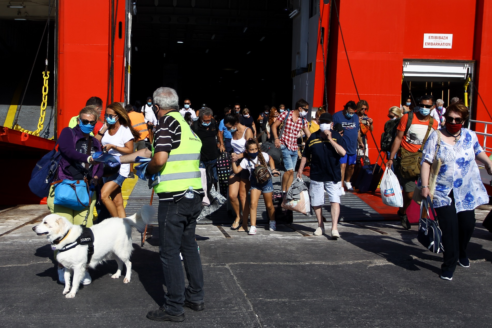 Εντατικοί έλεγχοι στα λιμάνια του Πειραιά και της Θεσσαλονίκης – Τα απαραίτητα έγγραφα για τους ταξιδιώτες