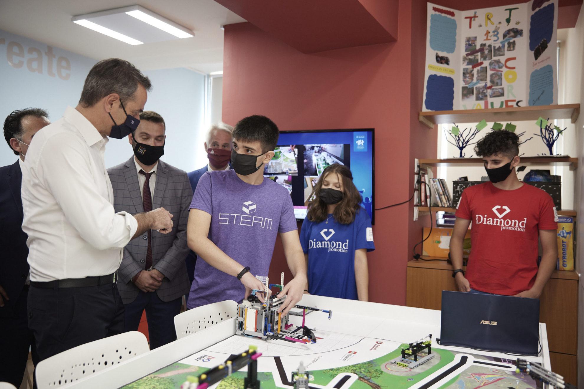 Επίσκεψη Μητσοτάκη στο Xanthi TechLab: Γίνεται σπουδαία δουλειά στην ρομποτική στη χώρα μας