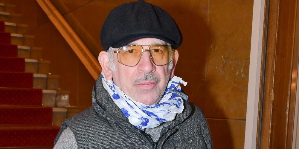 Πέτρος Φιλιππίδης: Εμφανίστηκε μετά από «κρυφτούλι» μηνών – Καλυμμένος με μάσκα, καπέλο και γυαλιά
