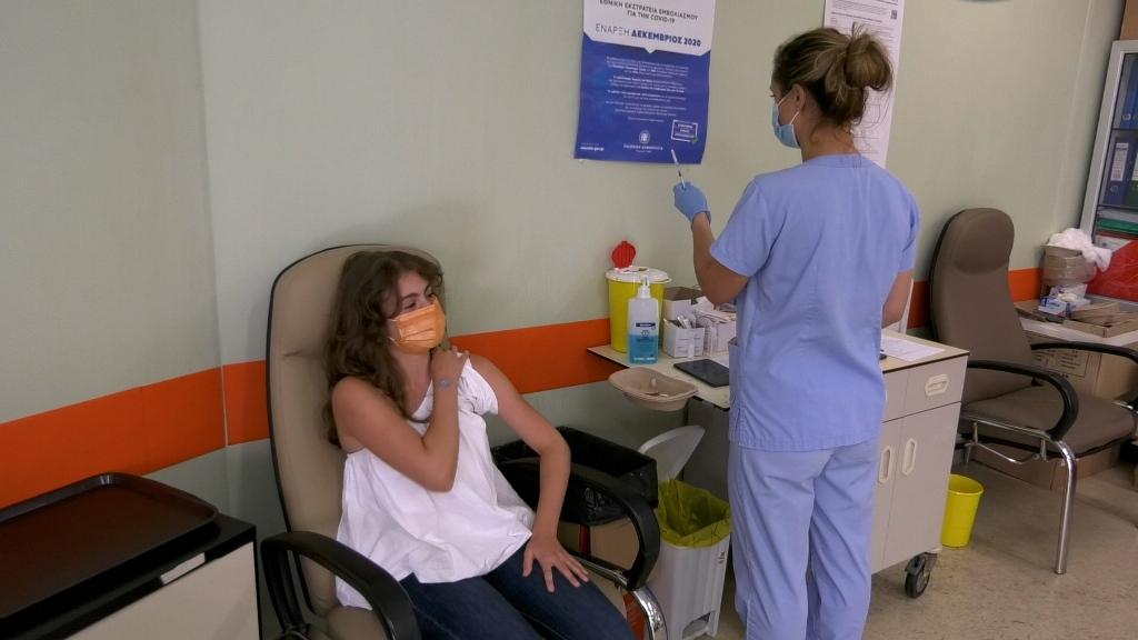 Εμβολιασμοί: Πότε και με ποιους θα ξεκινήσει η χορήγηση της τρίτης δόσης