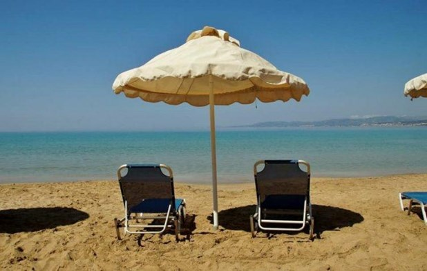 Δήμος Τεμπών: Τέλος οι «μόνιμες» ομπρέλες σε παραλίες - Έλεγχοι από κλιμάκιο