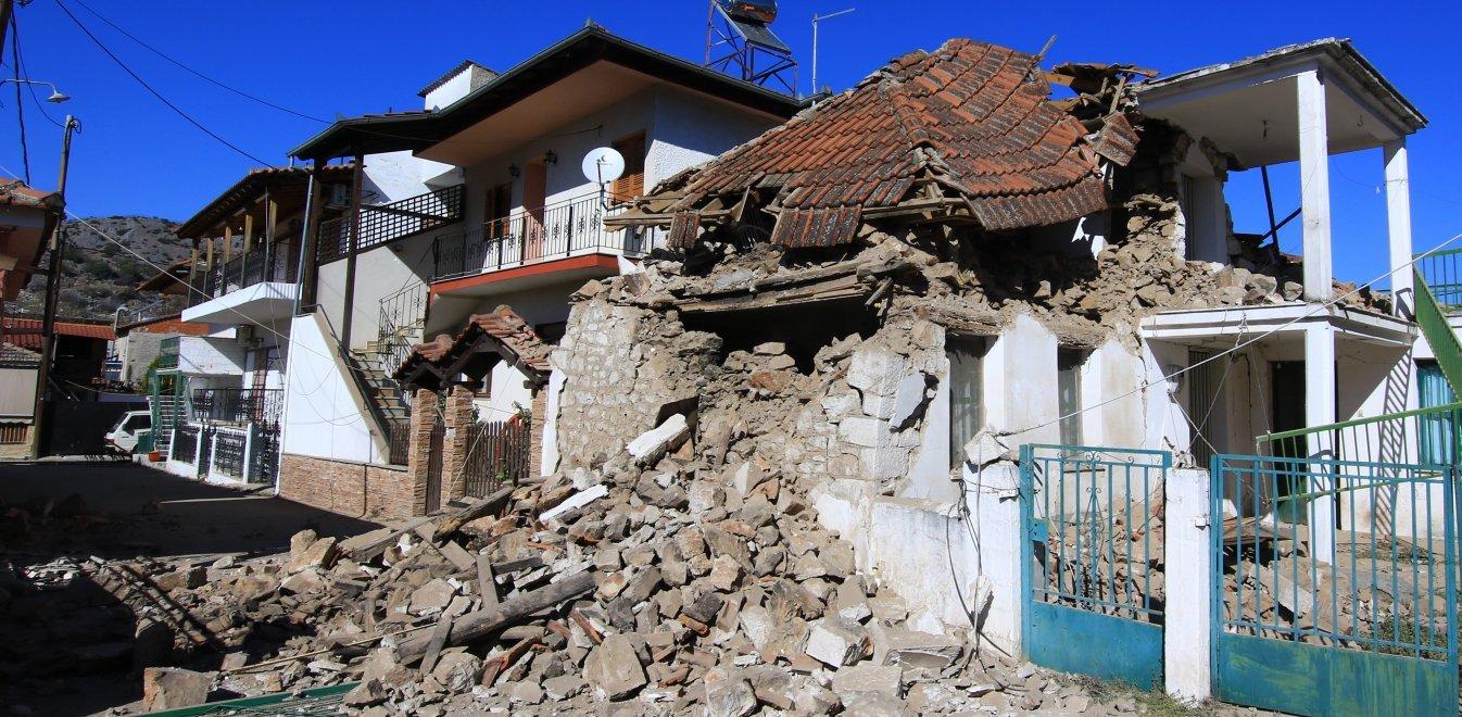 Ελασσόνα: Άφησαν τους σεισμόπληκτους με τα μπάζα και τα ετοιμόρροπα σπίτια - Στο περίμενε για αποζημιώσεις οι κάτοικοι