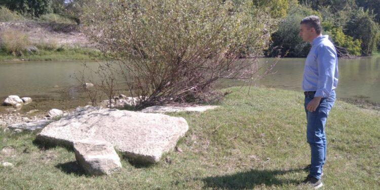 Μια οικογενειακή βόλτα του Θ. Παιδή οδήγησε… σε σημαντικά αρχαιολογικά ευρήματα στην κοίτη του Πηνειού! (ΦΩΤ0)