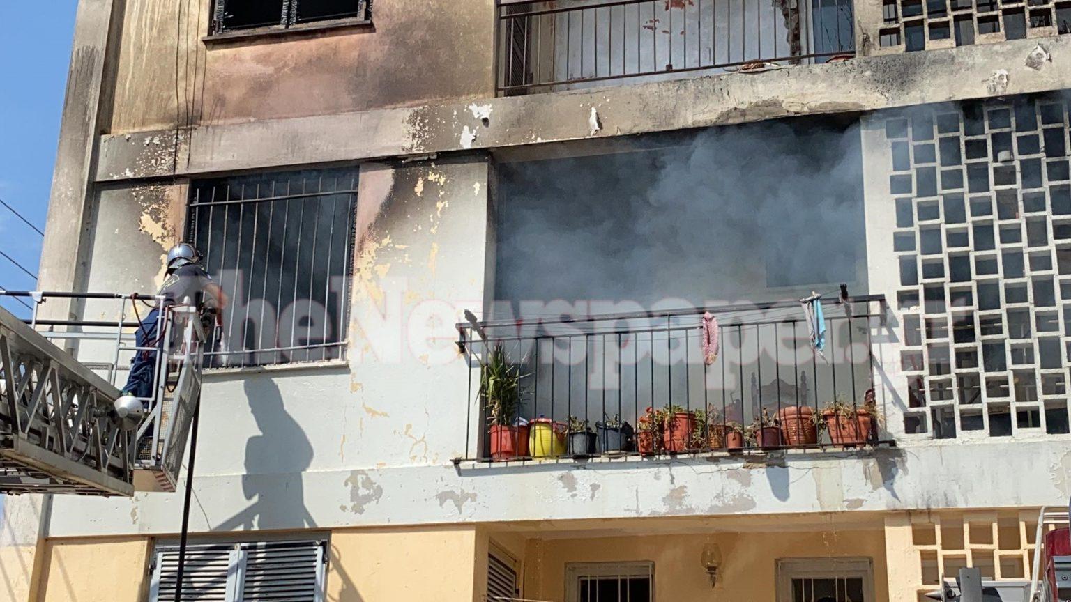 Βόλος: Σπίτι στον Ξηρόκαμπο «τυλίχθηκε» στις φλογές – Τραυματίστηκε 62χρονη και ο πρόεδρος των Πυροσβεστών [εικόνες - βίντεο]