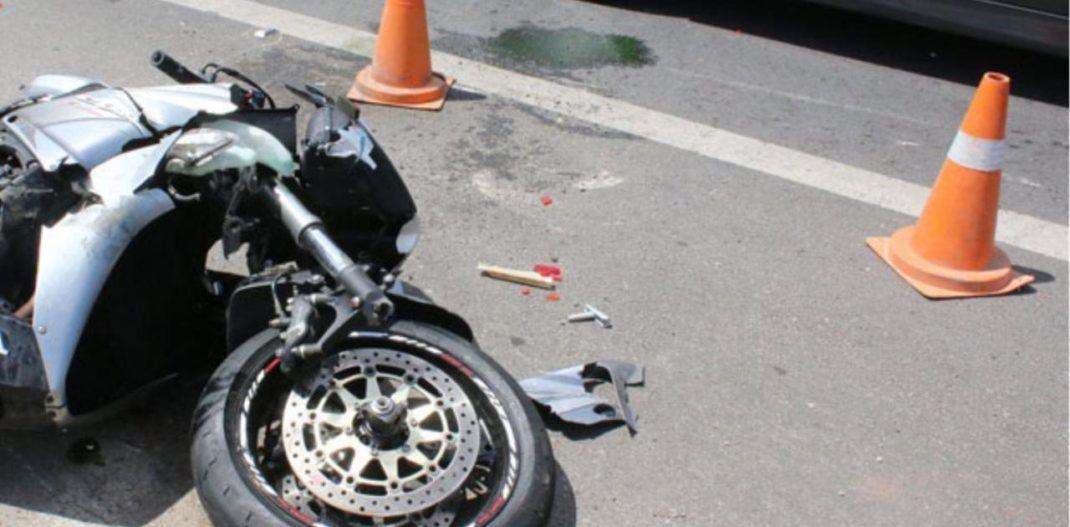 Τροχαίο στην οδό Βόλου – Σύγκρουση αυτοκινήτου με μηχανή