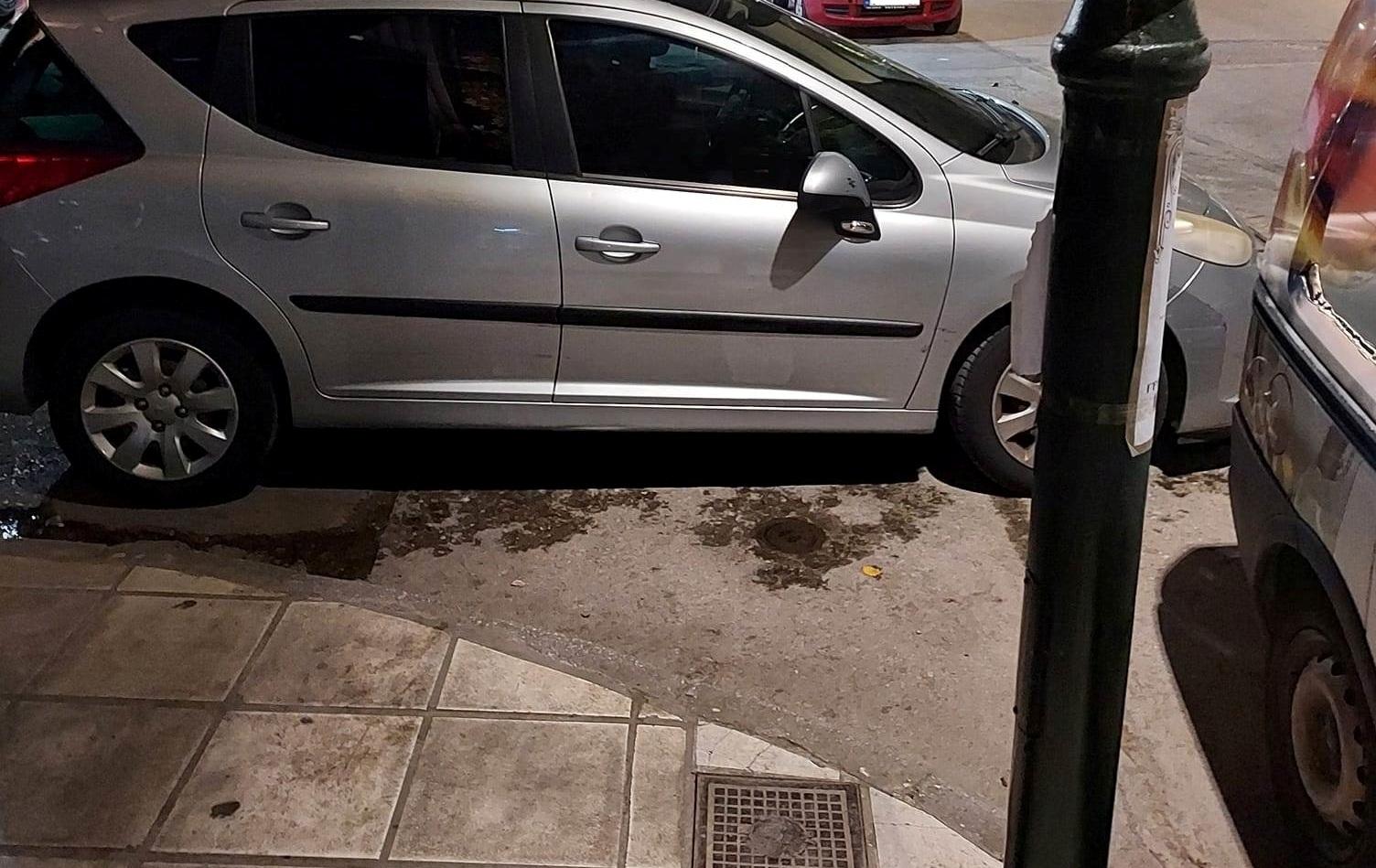 """""""Να πετάξουμε δηλαδή;"""" – Αγανάκτηση για τα άναρχα παρκαρίσματα στη Λάρισα (ΦΩΤΟ)"""
