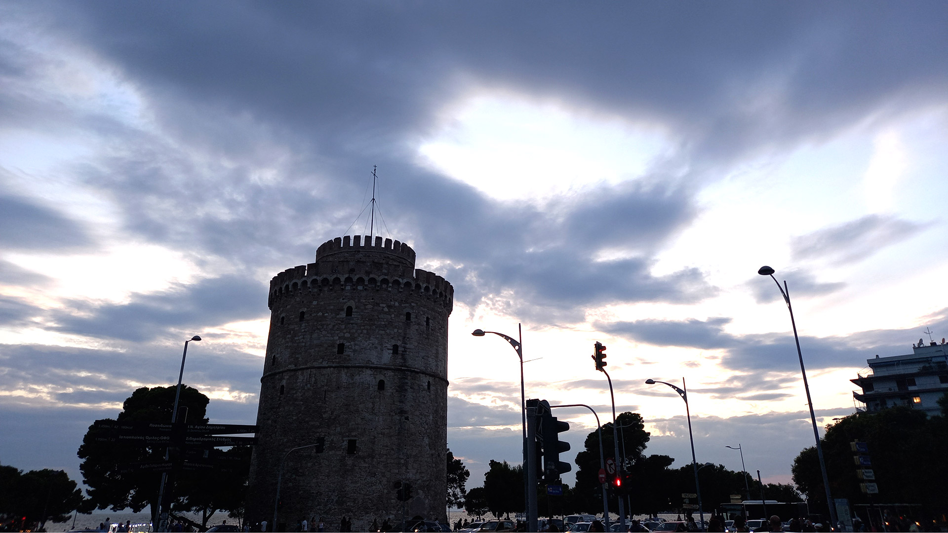 Σε επίπεδο αυξημένου συναγερμού η Θεσσαλονίκη — Αύριο αποφασίζεται αν θα μπει στο κόκκινο