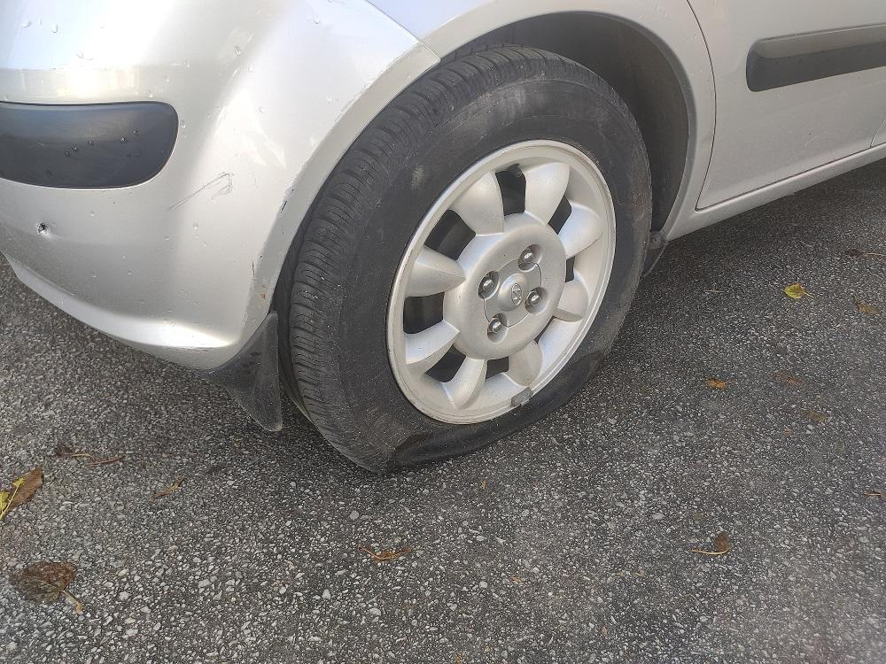 61χρονος ο Βολιώτης που έσκιζε τα λάστιχα αυτοκινήτων - Η περίπτωσή του...